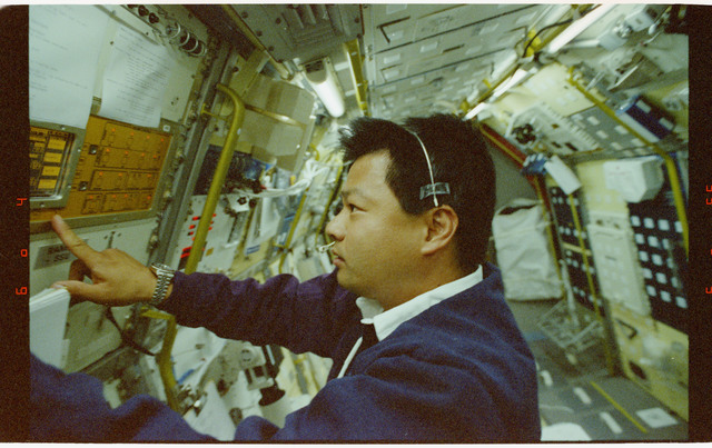 STS065-209-031 - STS-065 - RAMSES - Chiao at Rack 6