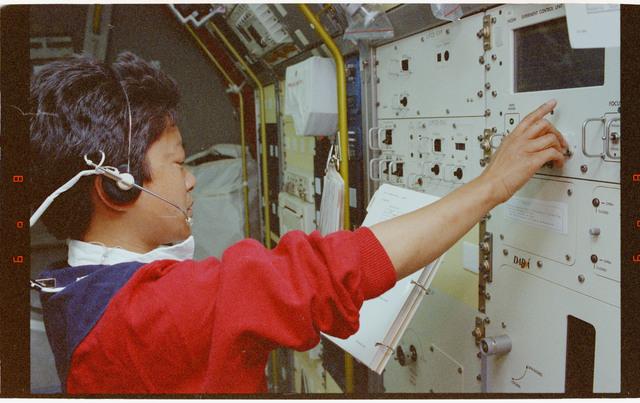 STS065-298-032 - STS-065 - NIZEMI - Rack 7