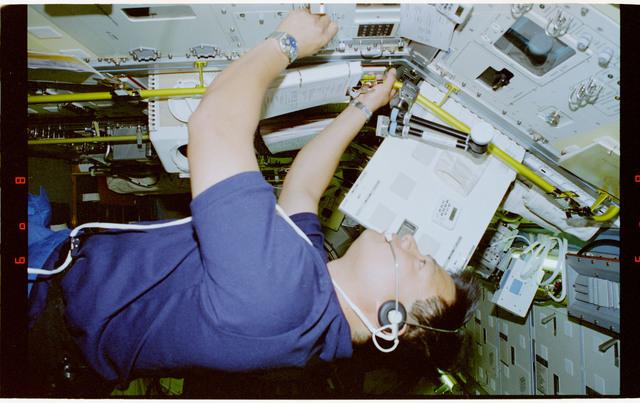 STS065-46-021 - STS-065 - NIZEMI in Rack 7