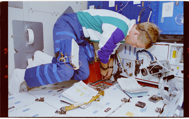 STS066-13-028 - STS-066 - PCG - MS Parazynski works at the STES locker on Atlantis during STS-66