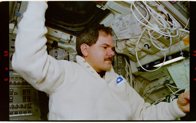 STS067-351-025 - STS-067 - DSO 488 - Parise in the flight deck wearing personal formaldehyde air sampler
