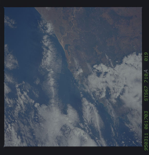 STS067-710A-019 - STS-067 - Earth observations taken from shuttle orbiter Endeavour during STS-67 mission