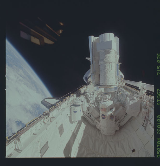 STS067-715-076 - STS-067 - ASTRO-2 backdropped by Earth limb