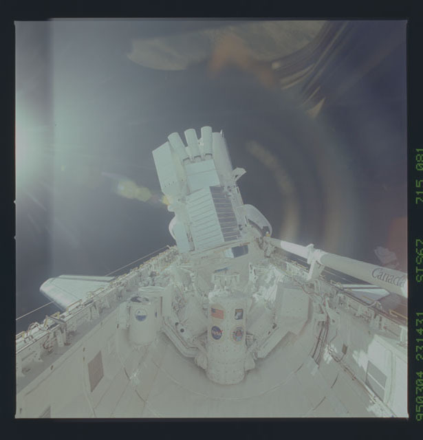 STS067-715-081 - STS-067 - ASTRO-2 backdropped by Earth limb