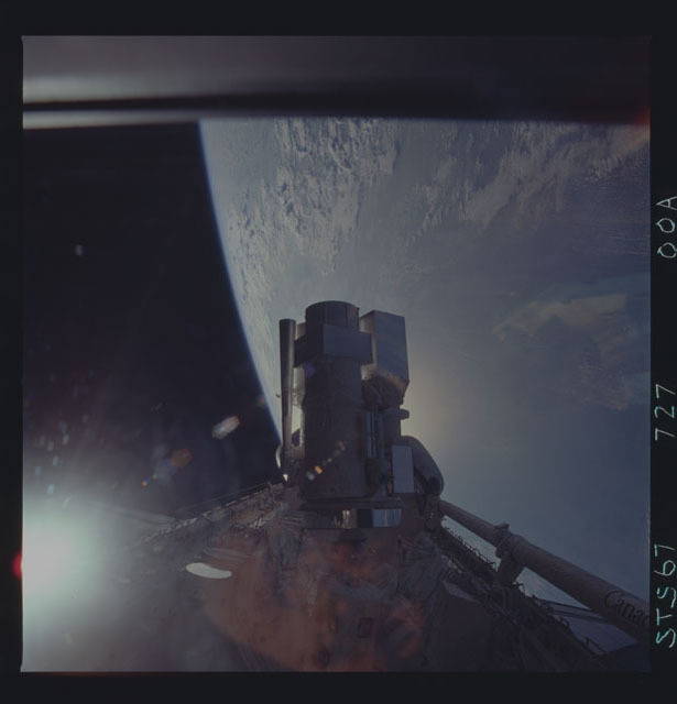 STS067-727-000A - STS-067 - Silhouetted view of ASTRO-2 payload backdropped by the Earth limb