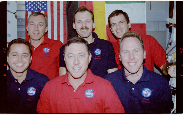 STS068-02-010 - STS-068 - STS-68 crew portraits onboard Endeavour's middeck