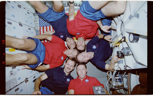 STS068-02-035 - STS-068 - STS-68 crewmembers pose for portrait on Endeavour's middeck