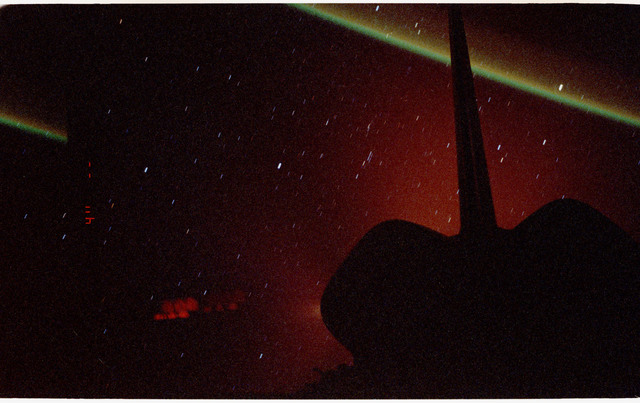 STS068-13-024 - STS-068 - Faint views of the Earth limb under a star-filled sky