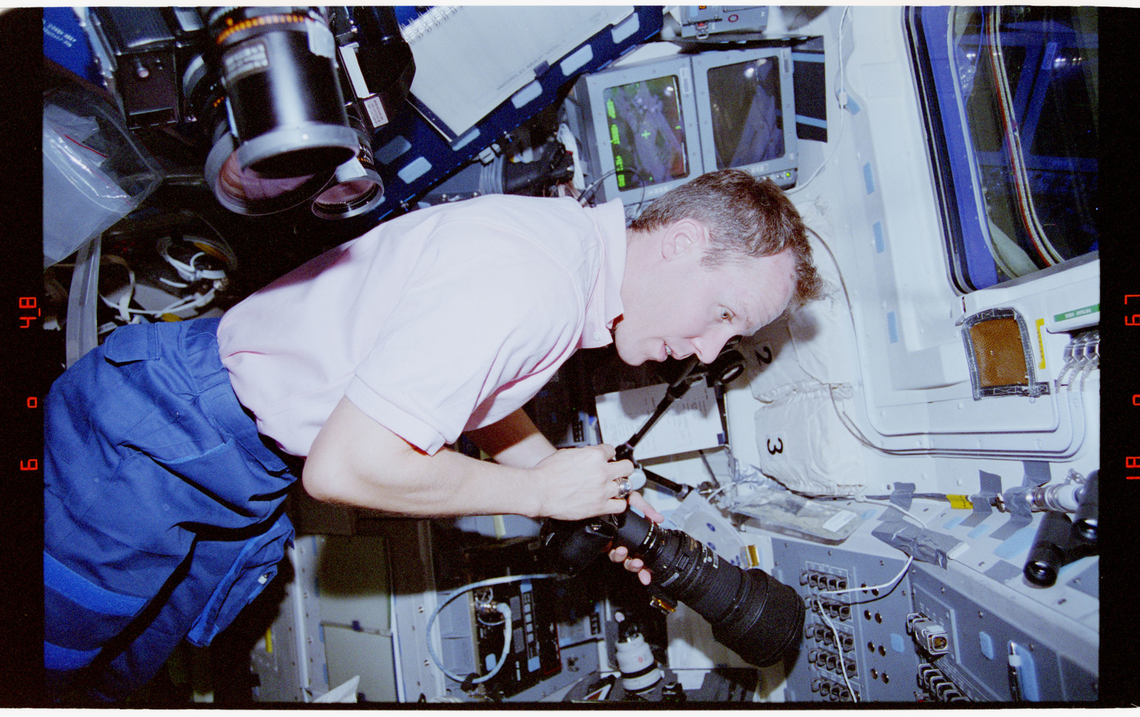STS068-41-014 - STS-068 - STS-68 crew on orbiter flight deck