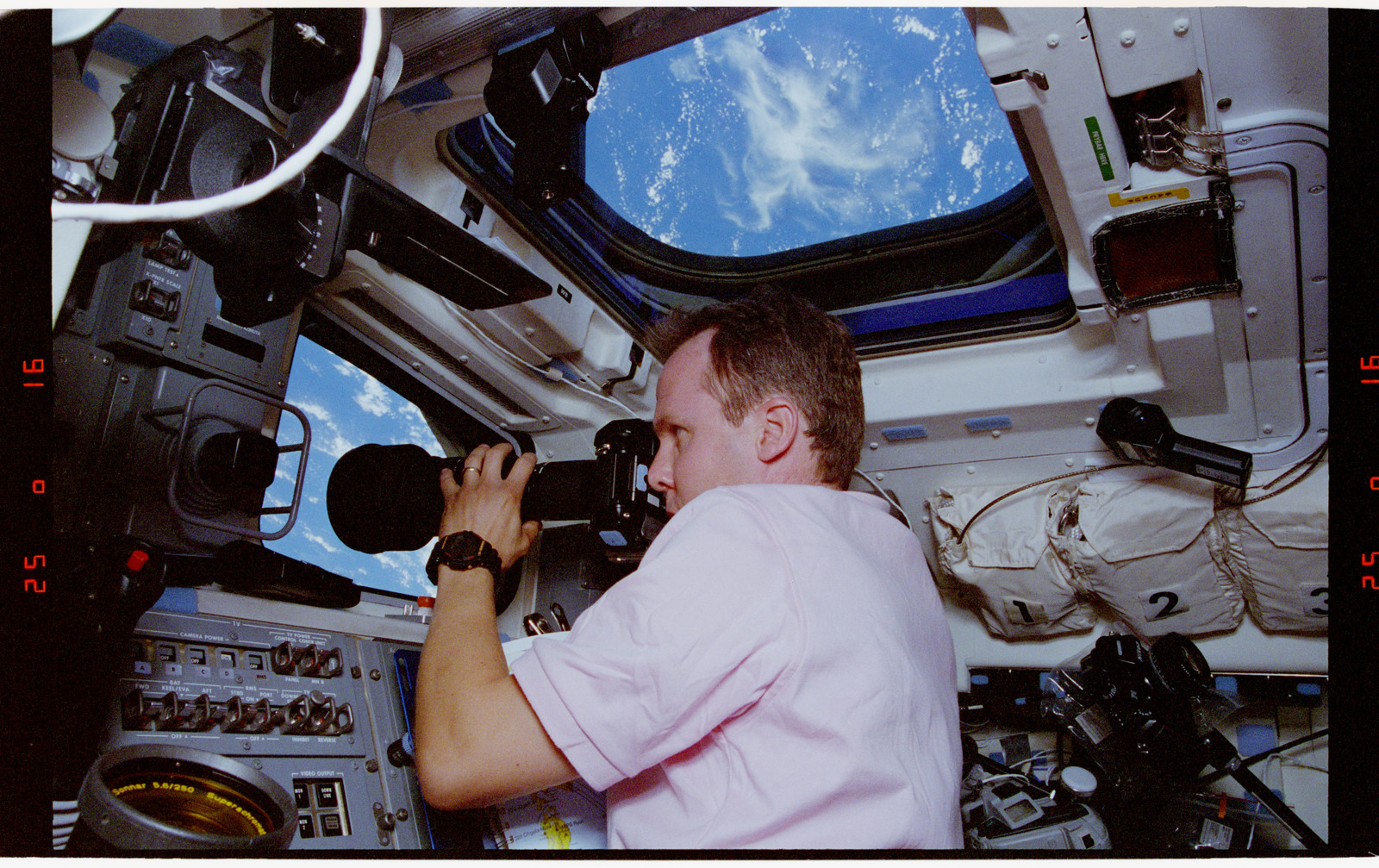 STS068-41-016 - STS-068 - STS-68 crew on orbiter flight deck