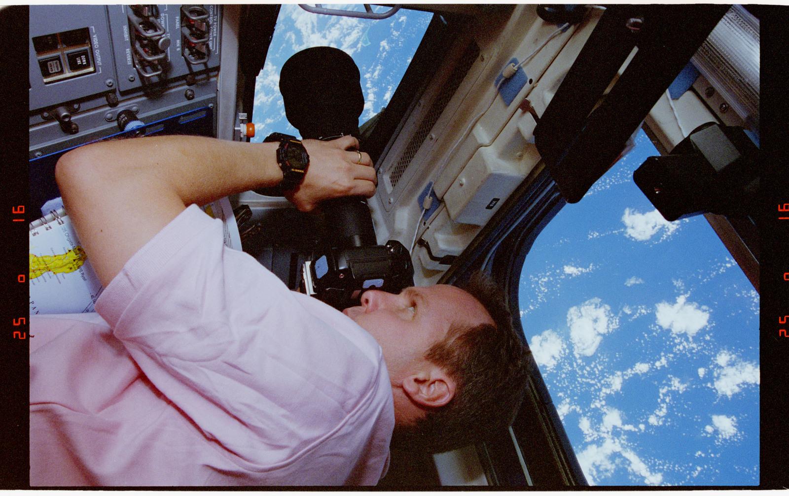 STS068-41-018 - STS-068 - STS-68 crew on orbiter flight deck