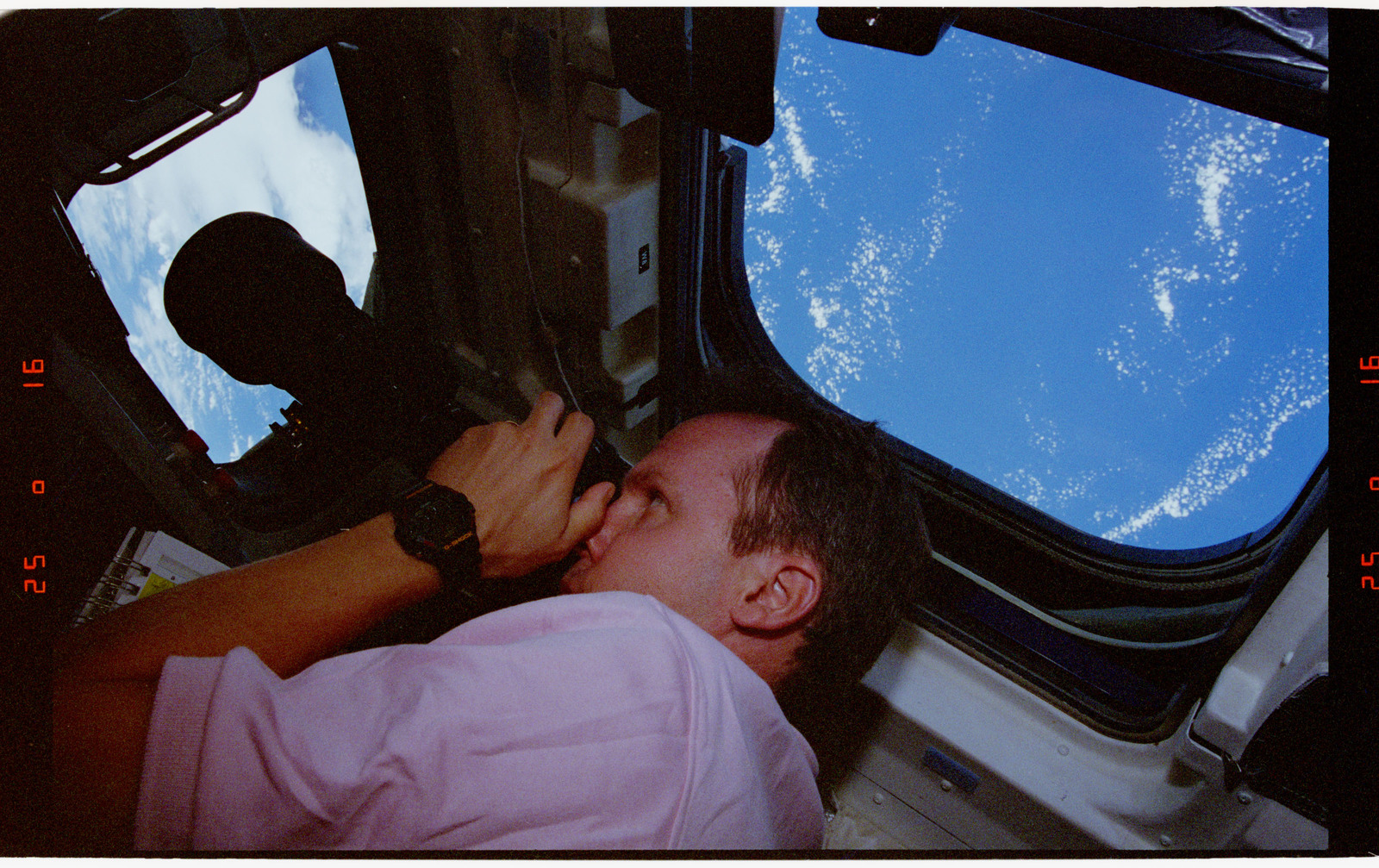 STS068-41-019 - STS-068 - STS-68 crew on orbiter flight deck