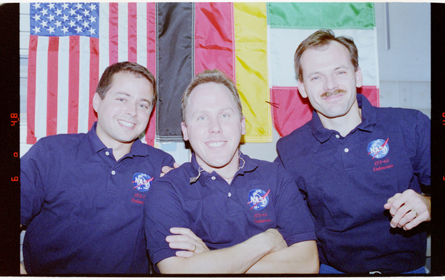 STS068-45-033 - STS-068 - STS-68 crew onboard Endeavour's middeck