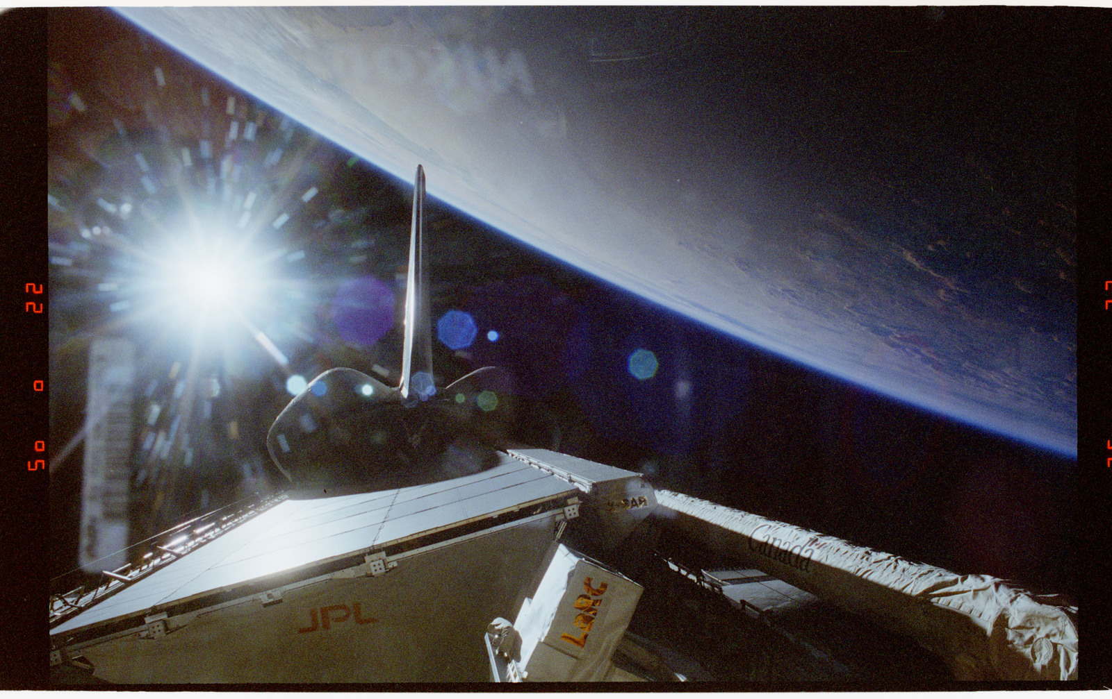 STS068-60-001 - STS-068 - Endeavour's payload bay overlooking the Earth limb during STS-68