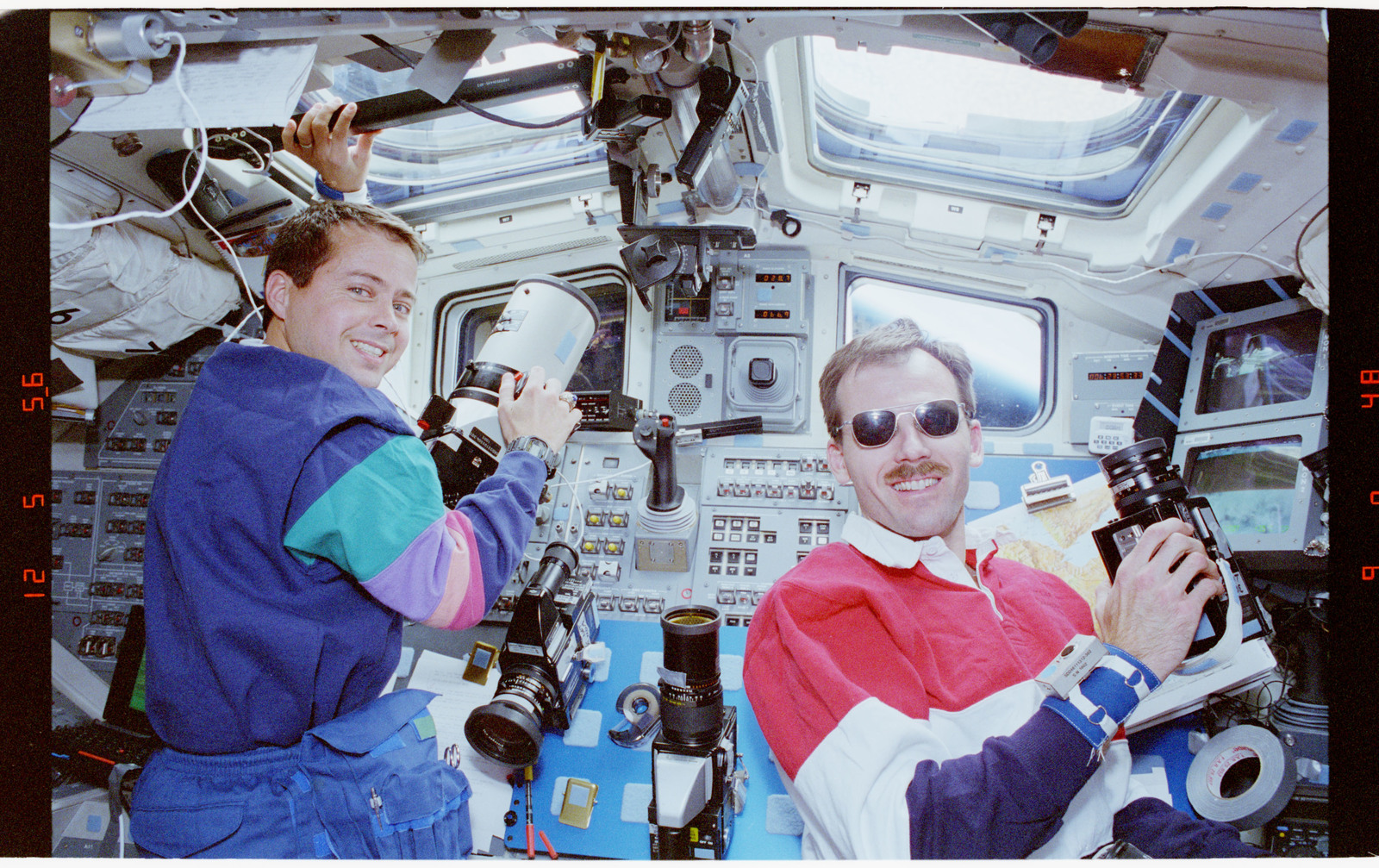 STS068-63-001 - STS-068 - STS-68 crew activities on flight deck