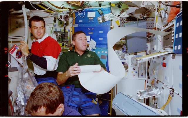 STS068-75-024 - STS-068 - STS-68 crewmembers perform various tasks onboard Endeavour's middeck