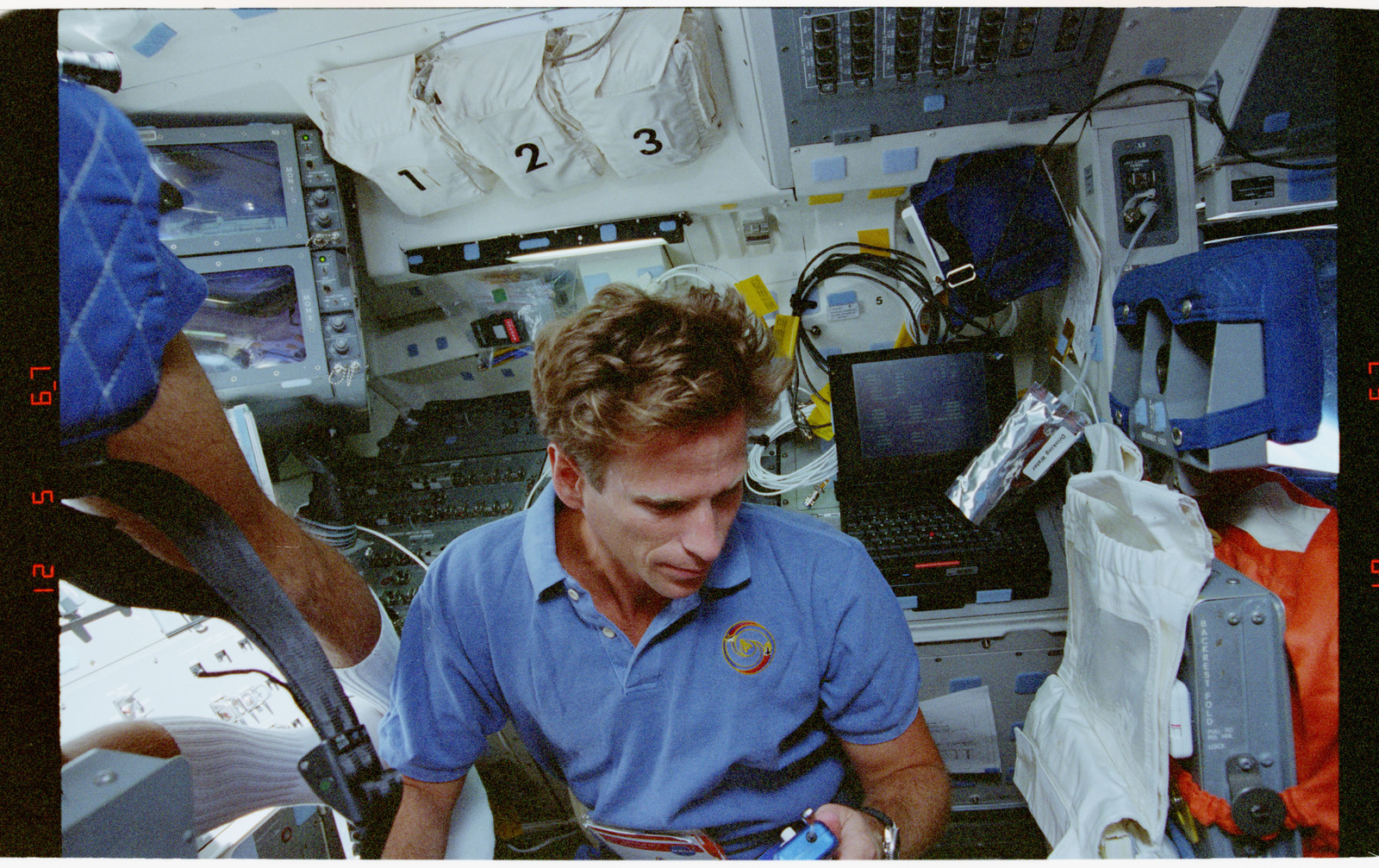 STS069-301-003 - STS-069 - Astronaut Michael L. Gernhardt on forward flight deck