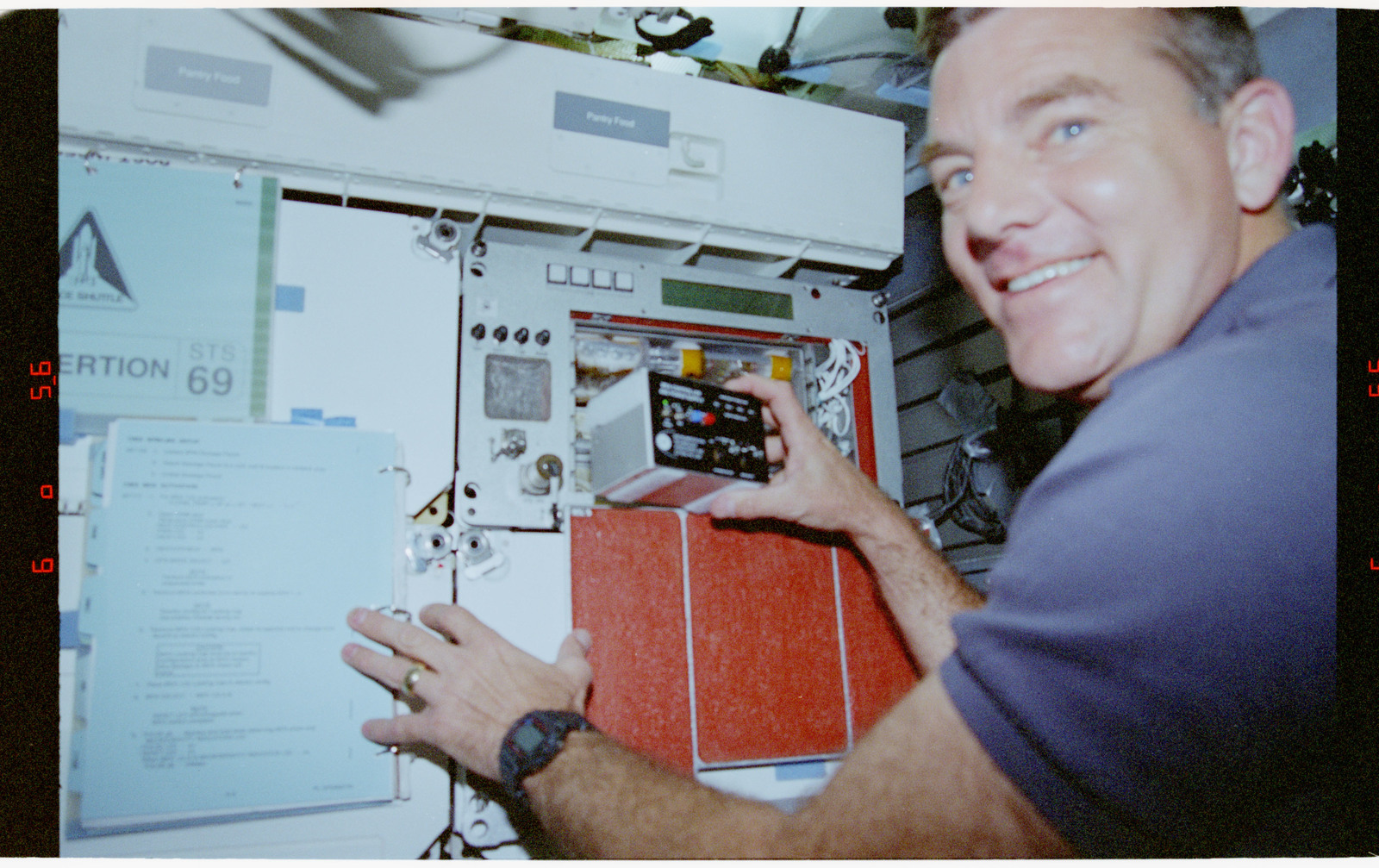 STS069-301-013 - STS-069 - CMIX-04