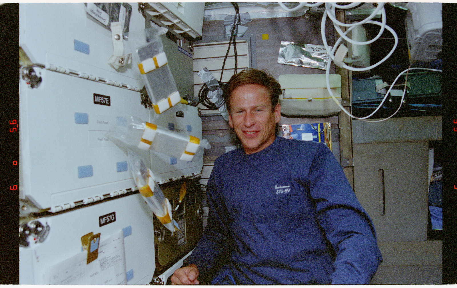 STS069-301-031 - STS-069 - CMIX-04