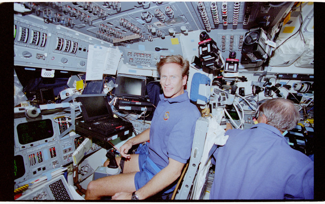 STS069-355-020 - STS-069 - Astronaut Gernhardt on flight deck with PGSC