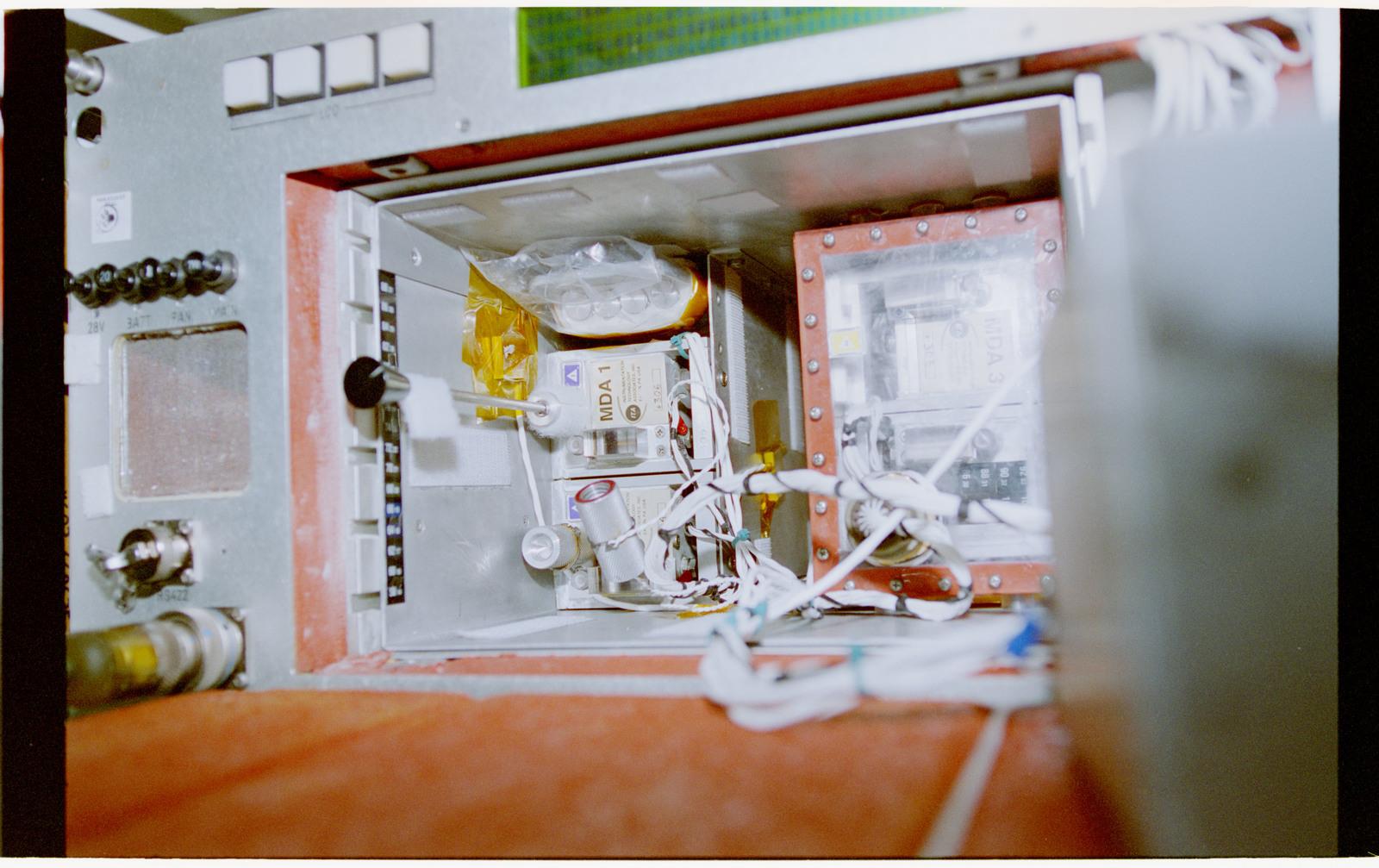STS069-377-019 - STS-069 - CMIX-04
