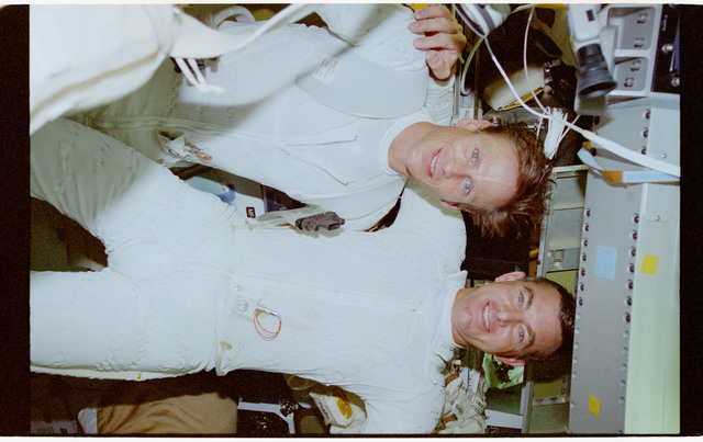 STS069-390-023 - STS-069 - Astronauts Voss and Gernhardt prepare for EVA