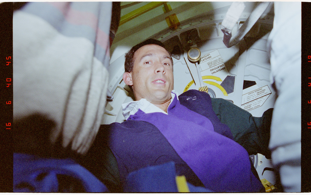 STS069-395-007 - STS-069 - Preparations for EVA