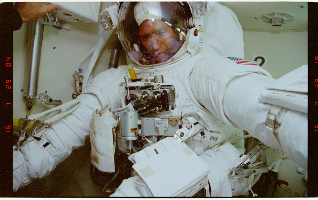 STS069-395-026 - STS-069 - Preparations for EVA