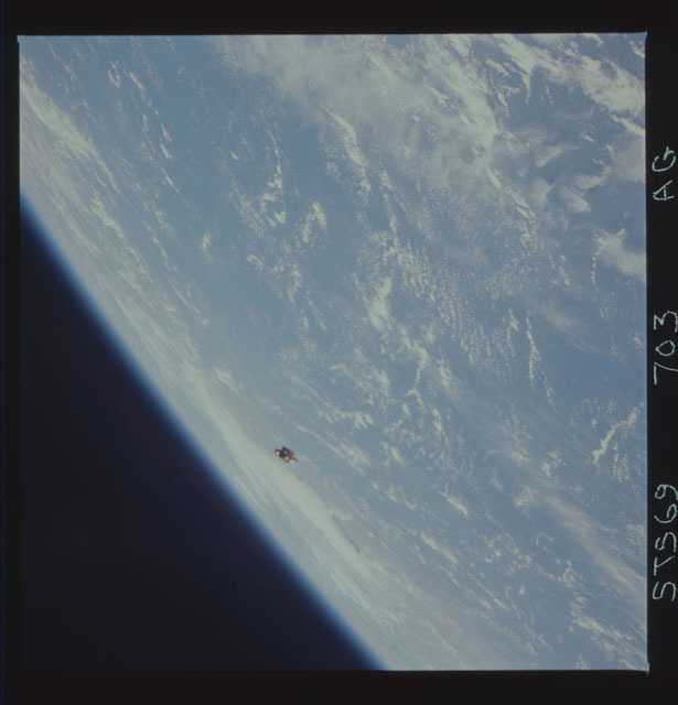 STS069-703-000AG - STS-069 - View of the deployment of the SPARTAN 231