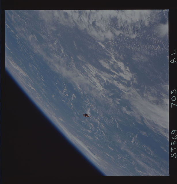 STS069-703-000AL - STS-069 - View of the deployment of the SPARTAN 235