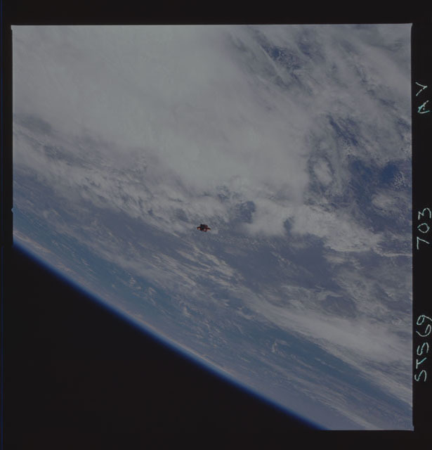 STS069-703-000AV - STS-069 - View of the deployment of the SPARTAN 244