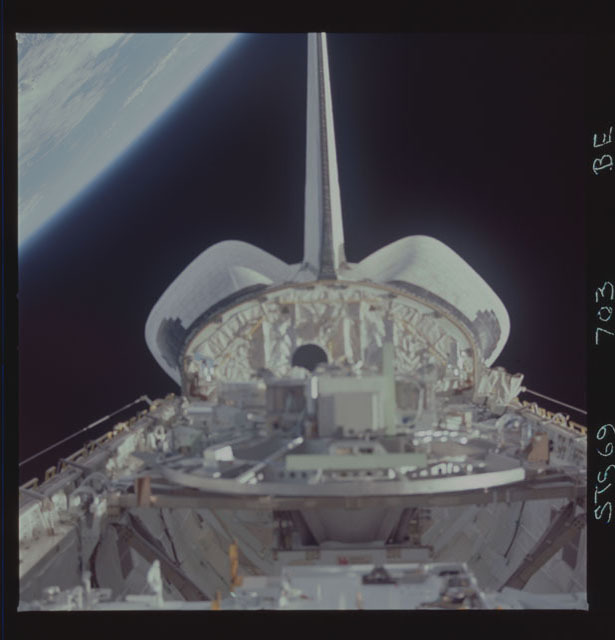 STS069-703-000BE - STS-069 - View of the Wake Shield Facility in Endeavour's payload bay