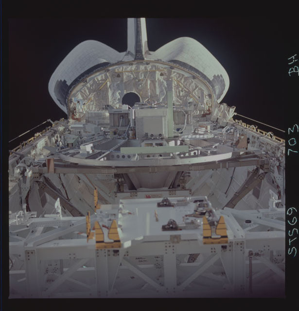STS069-703-000BH - STS-069 - View of the Wake Shield Facility in Endeavour's payload bay