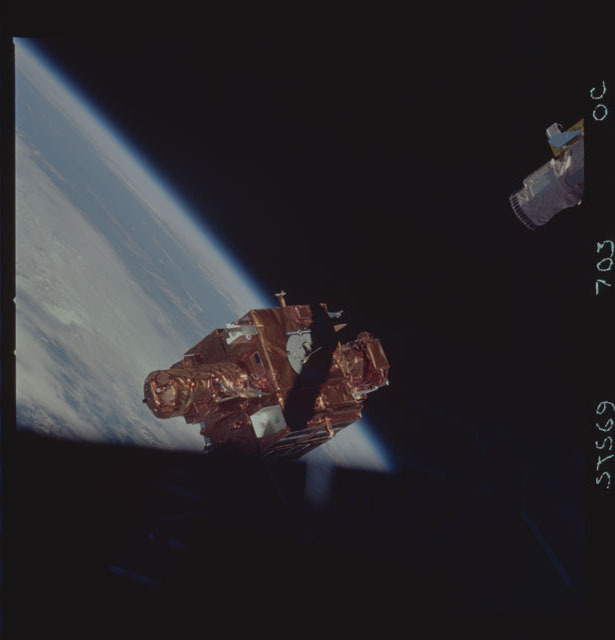 STS069-703-000C - STS-069 - View of the deployment of the SPARTAN 203