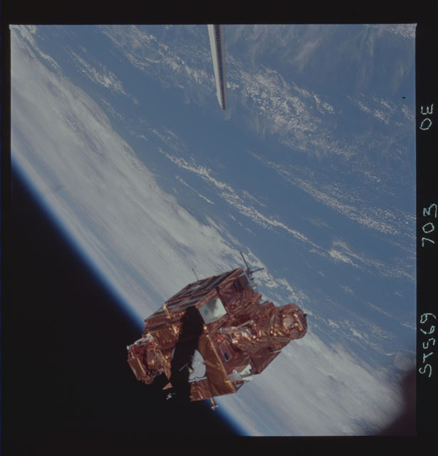 STS069-703-000E - STS-069 - View of the deployment of the SPARTAN 205