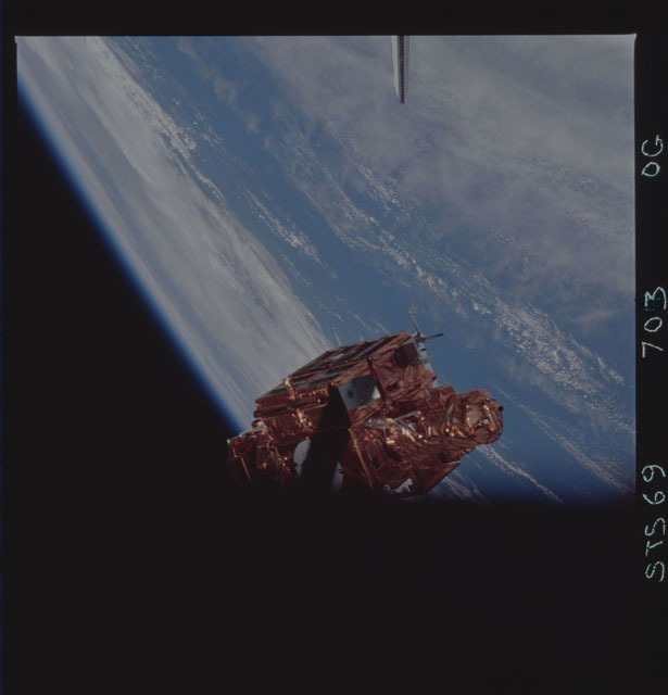 STS069-703-000G - STS-069 - View of the deployment of the SPARTAN 207