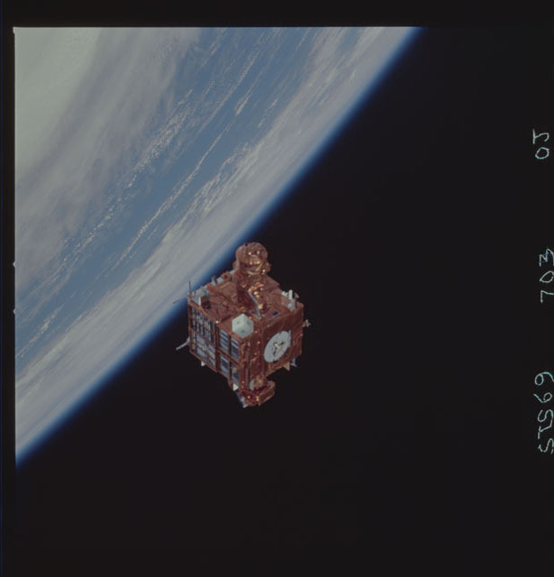 STS069-703-000J - STS-069 - View of the deployment of the SPARTAN 209