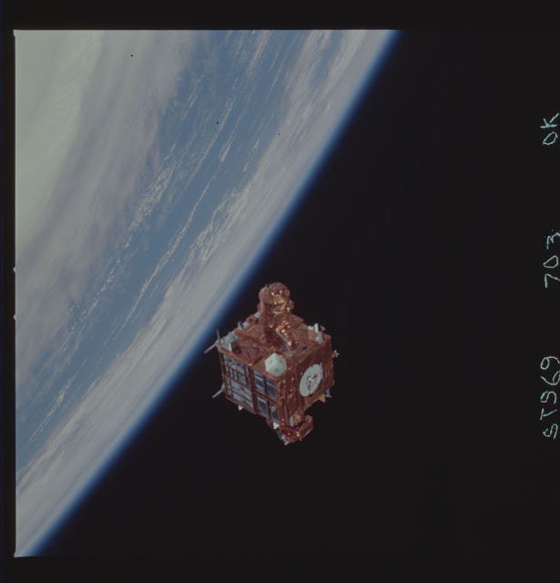 STS069-703-000K - STS-069 - View of the deployment of the SPARTAN 210