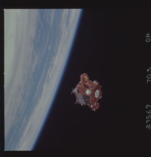 STS069-703-000N - STS-069 - View of the deployment of the SPARTAN 213