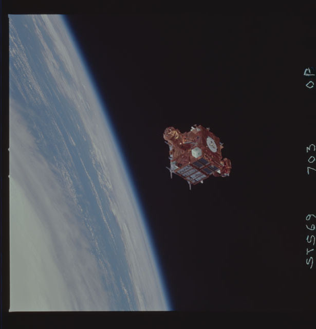 STS069-703-000P - STS-069 - View of the deployment of the SPARTAN 214