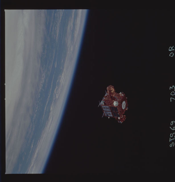 STS069-703-000R - STS-069 - View of the deployment of the SPARTAN 216