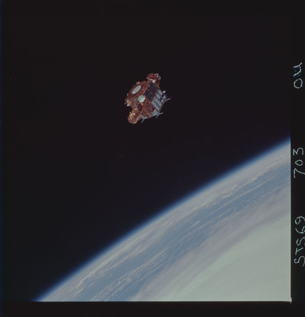 STS069-703-000U - STS-069 - View of the deployment of the SPARTAN 219