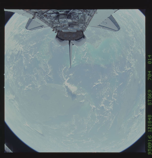 STS069-704-014 - STS-069 - View of Endeavour's payload bay during STS-73