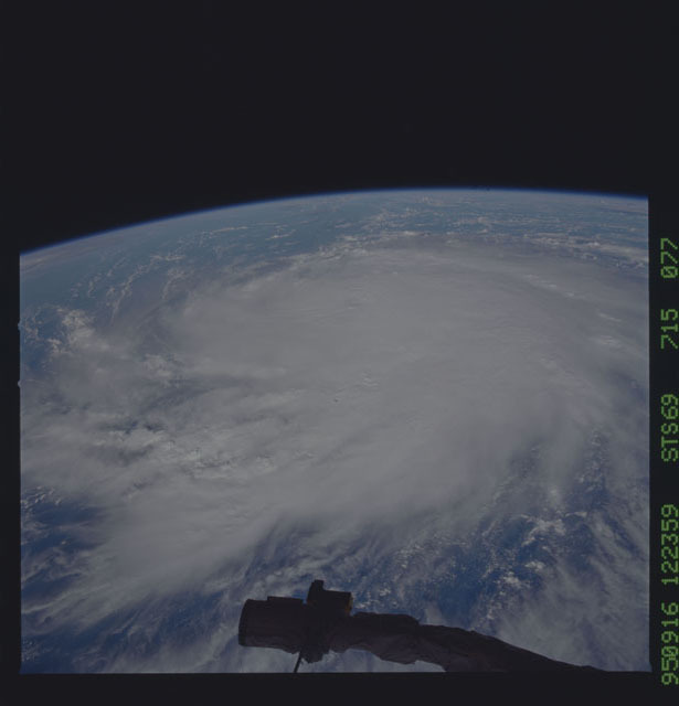 STS069-715-077 - STS-069 - Hurricane Marilyn as seen from STS-69