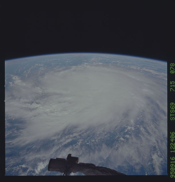 STS069-715-078 - STS-069 - Hurricane Marilyn as seen from STS-69
