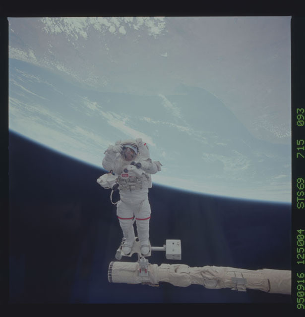 STS069-715-093 - STS-069 - View taken during the STS-69 EVA