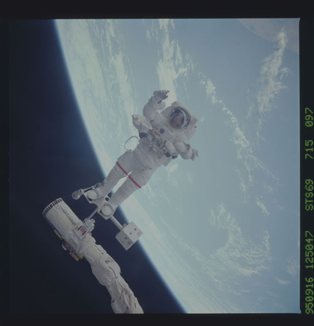 STS069-715-097 - STS-069 - View taken during the STS-69 EVA