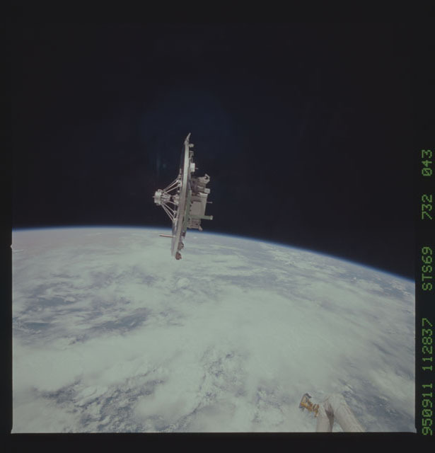 STS069-732-043 - STS-069 - Wake Shield Facility in orbit