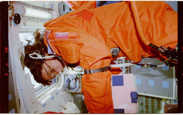 STS070-301-003 - STS-070 - Kregel, Henricks and Currie prepare for orbit operations
