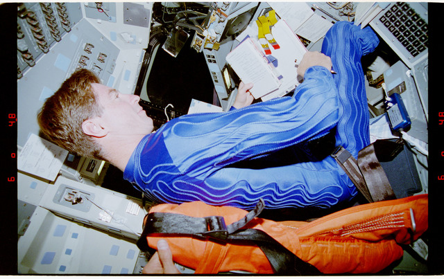 STS070-342-025 - STS-070 - STS-70 crew wearing blue liquid cooling garments during deorbit prep